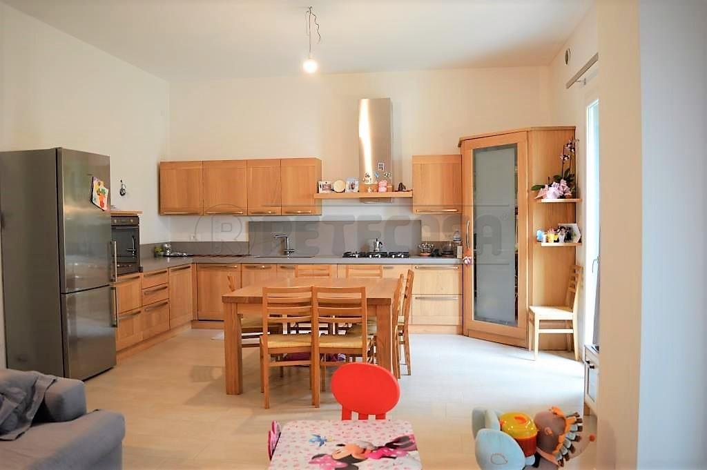 Appartamento in ottime condizioni in vendita Rif. 6414267