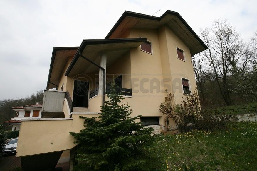 Villa in buone condizioni in vendita Rif. 11245309