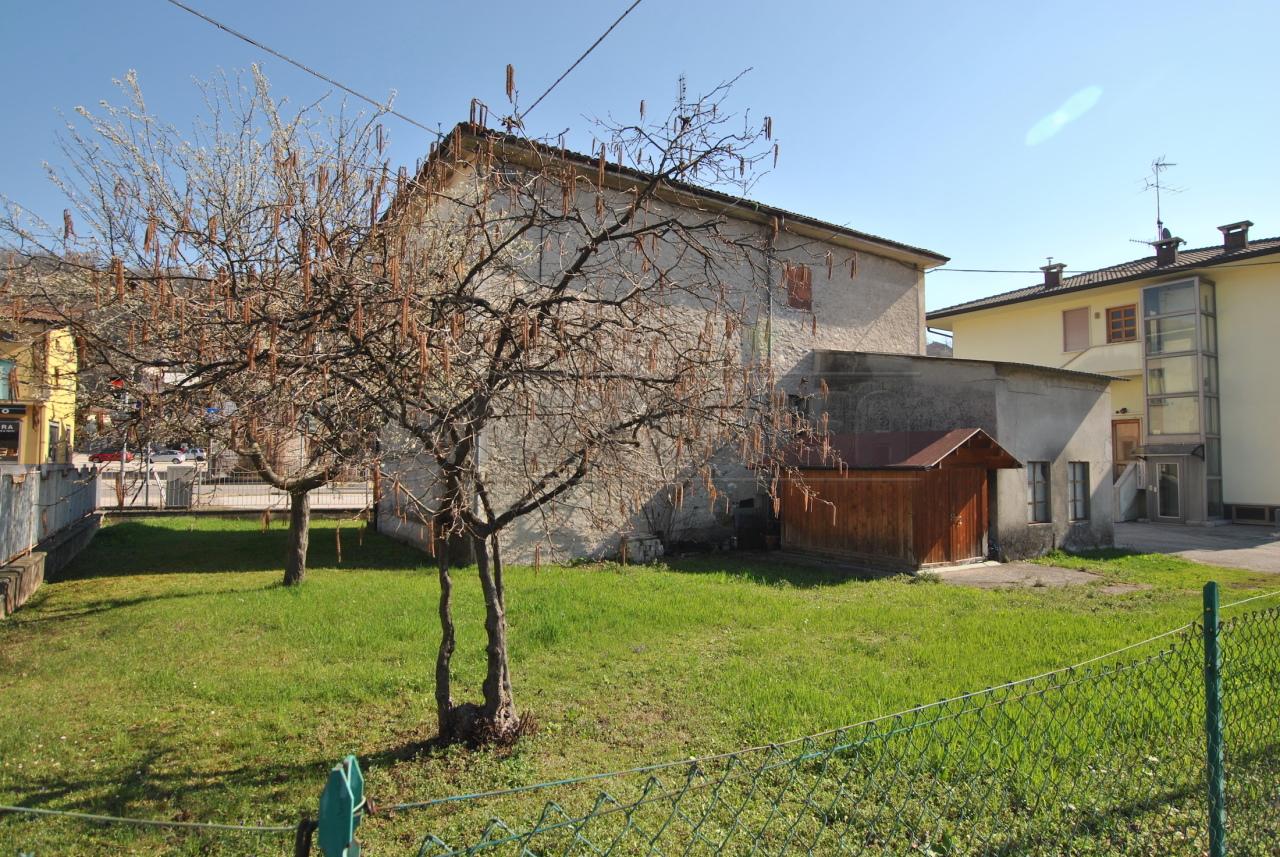 Casa Indipendente in discrete condizioni in vendita Rif. 12393428