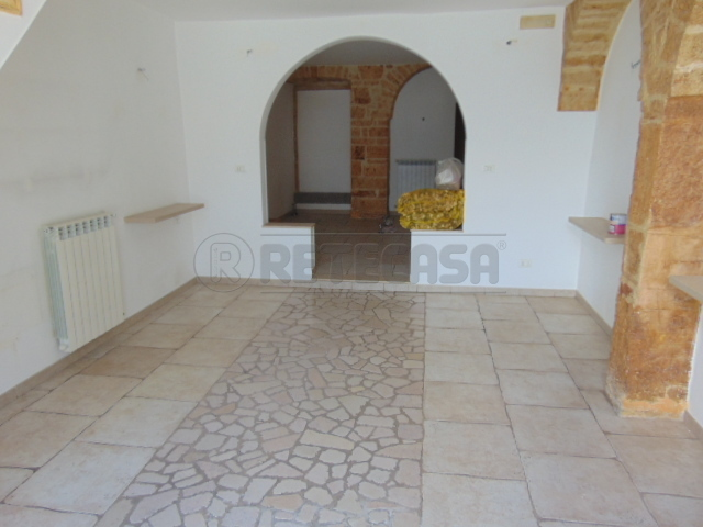 Soluzione Indipendente in affitto a Alberobello, 3 locali, prezzo € 500   CambioCasa.it