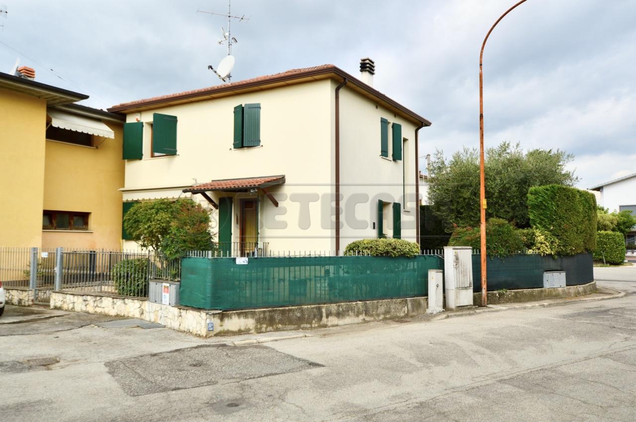 Casa Indipendente in ottime condizioni in vendita Rif. 11345133