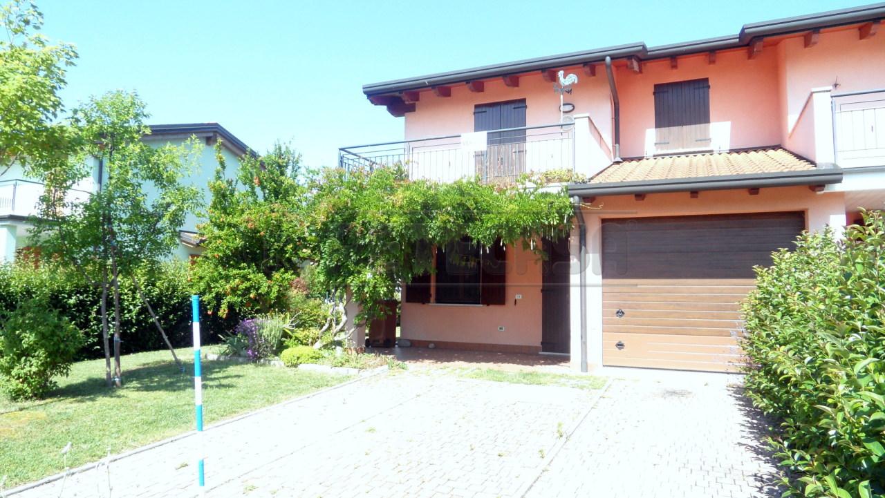 Porzione di casa in ottime condizioni in vendita Rif. 6401520