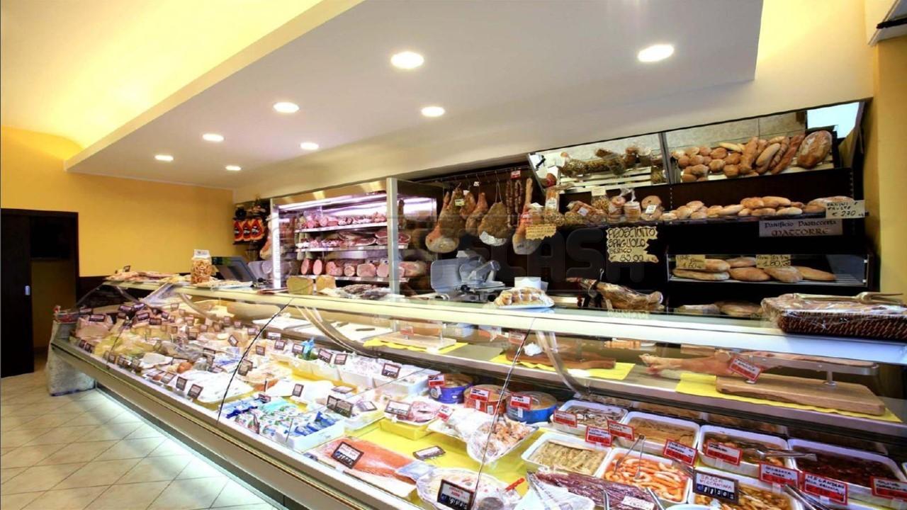 Attività commerciale - Alimentari a Montanara, Curtatone Rif. 4129413