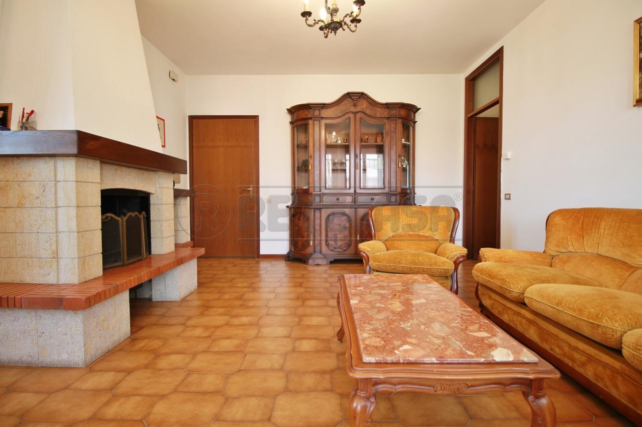 Appartamento in vendita a Gambellara, 7 locali, prezzo € 95.000 | CambioCasa.it
