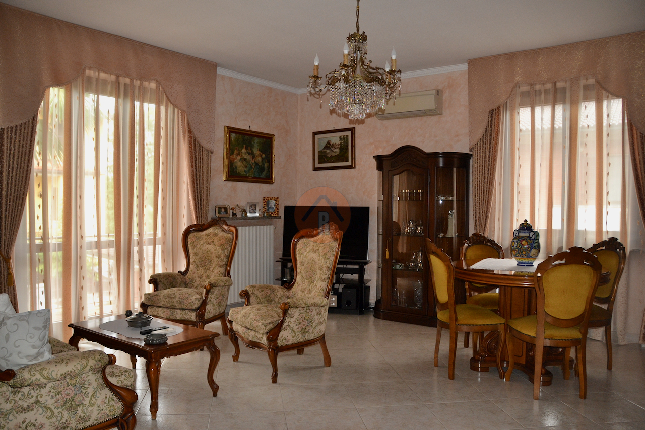 Villa in vendita a San Martino Siccomario, 4 locali, prezzo € 380.000 | PortaleAgenzieImmobiliari.it