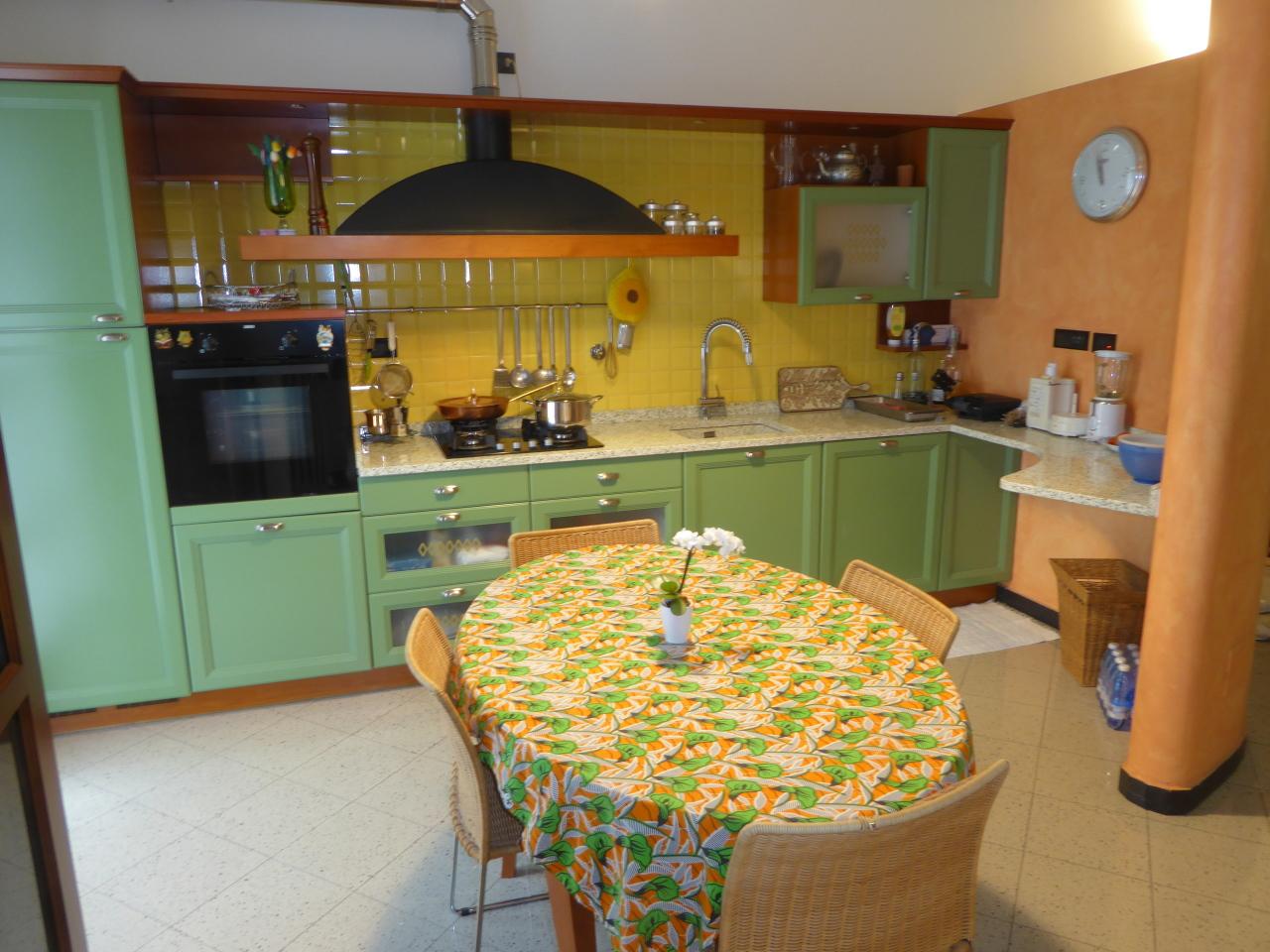 Appartamento in vendita a Casarza Ligure, 5 locali, prezzo € 185.000 | CambioCasa.it