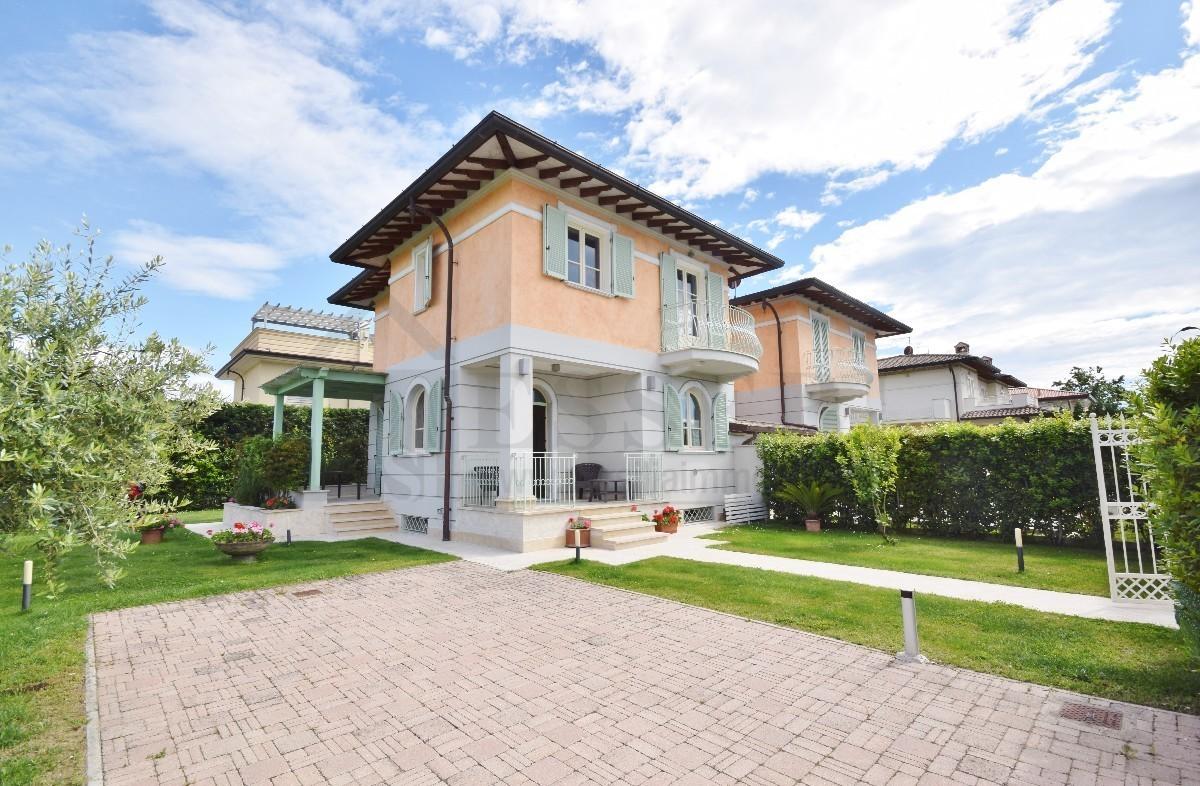 Villa in vendita a Pietrasanta, 9 locali, prezzo € 900.000 | PortaleAgenzieImmobiliari.it