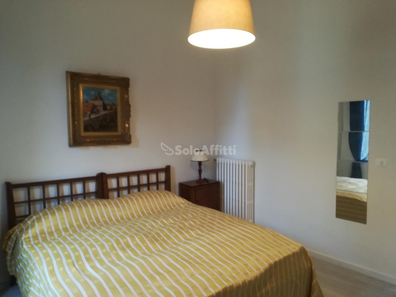 Stanza / posto letto in ottime condizioni arredato in affitto Rif. 10709217