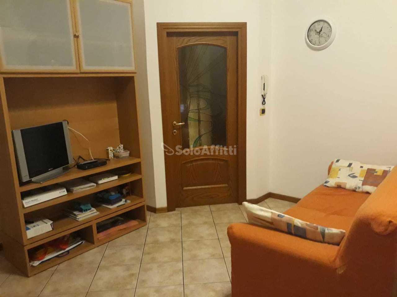 Stanza / posto letto in buone condizioni arredato in affitto Rif. 12194286