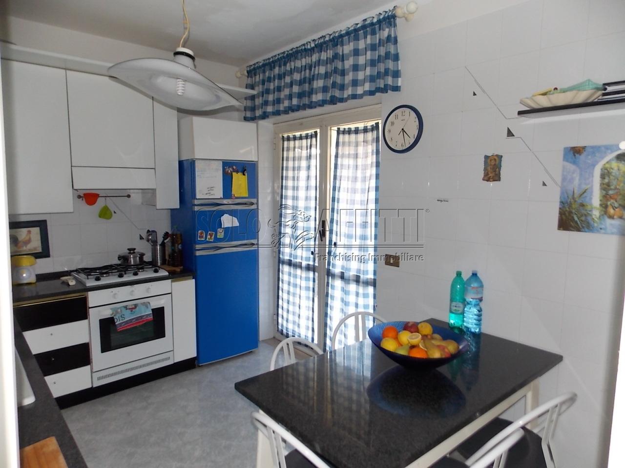 Quadrilocale in ottime condizioni arredato in affitto Rif. 6785529