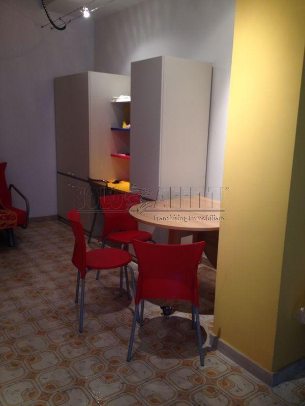 Monolocale in buone condizioni arredato in affitto Rif. 8253478