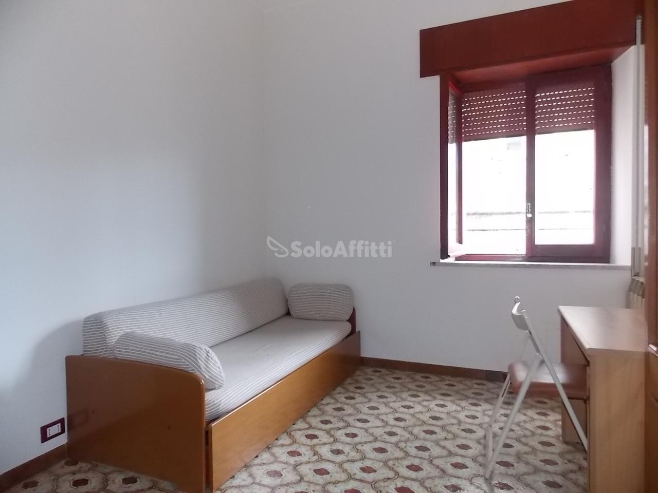 Stanza / posto letto in buone condizioni arredato in affitto Rif. 4133863