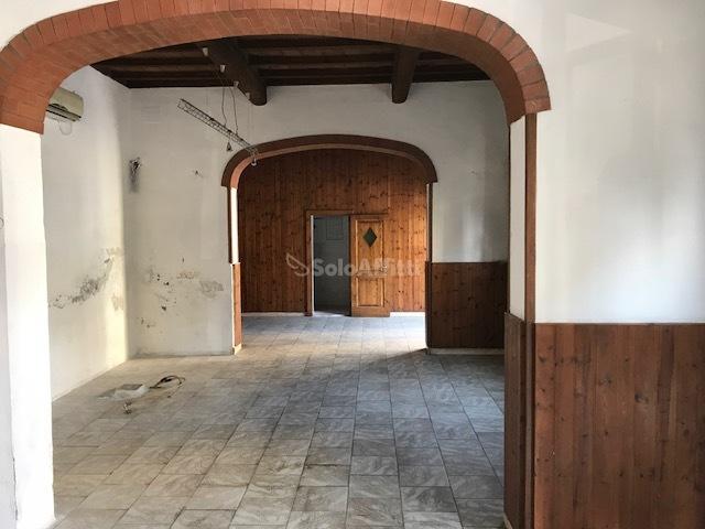 Fondo/negozio - 2 vetrine/luci a Monteroni d'Arbia Rif. 5517319