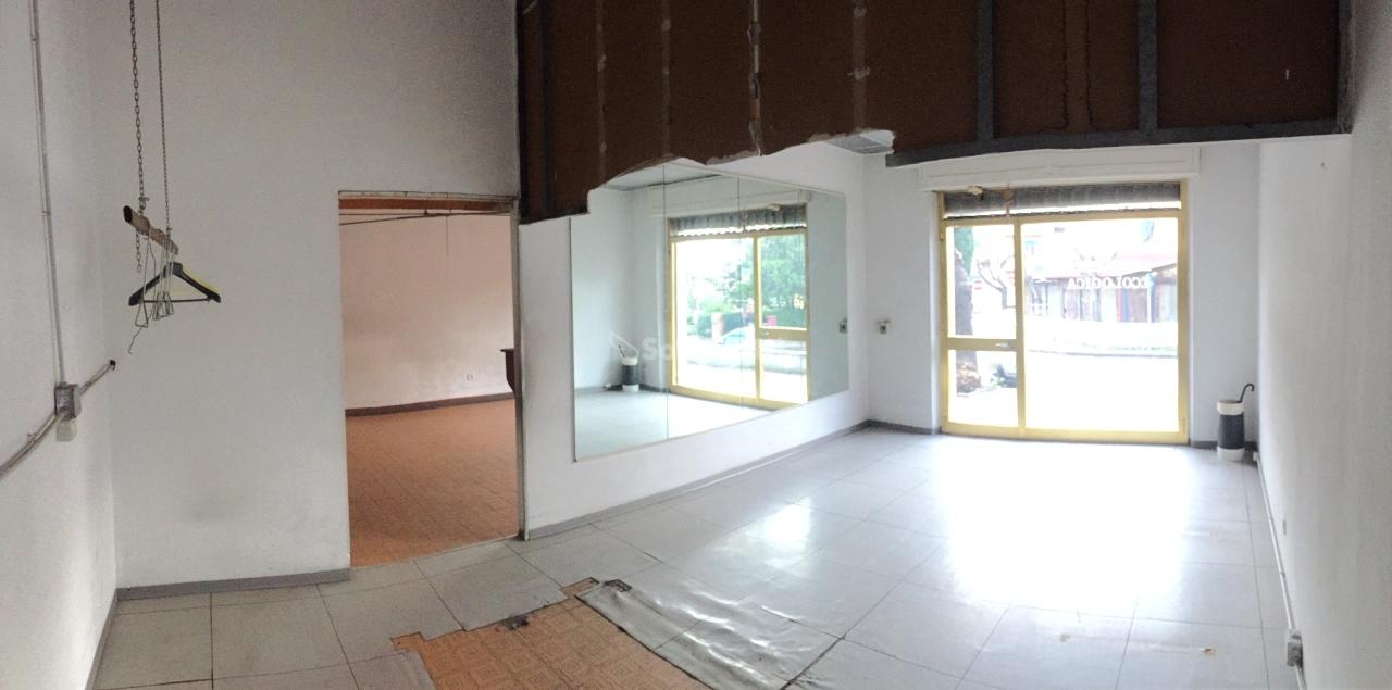 Fondo/negozio - 2 vetrine/luci a Rosignano Solvay, Rosignano Marittimo Rif. 8658907