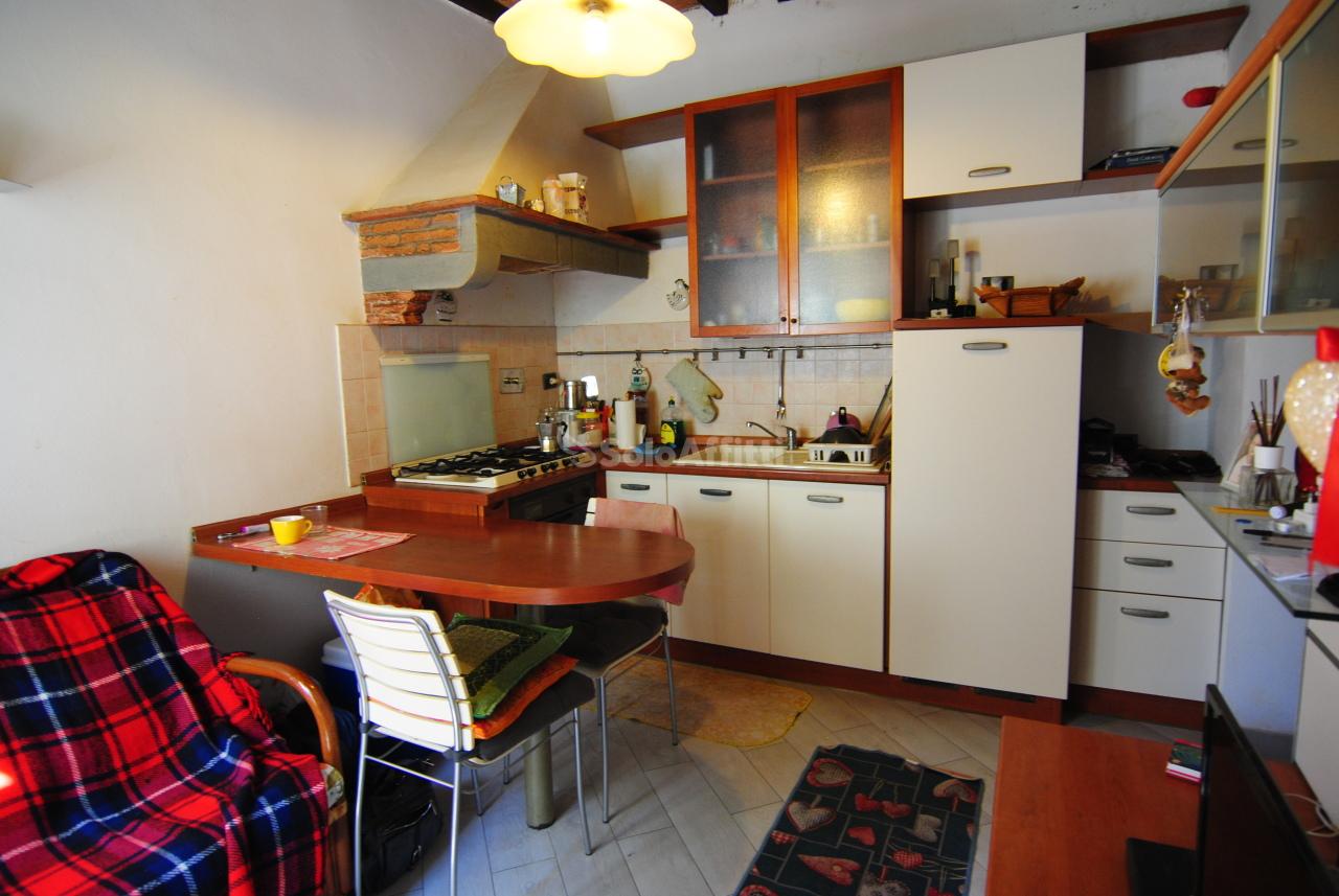 Bilocale in buone condizioni arredato in affitto Rif. 11093263