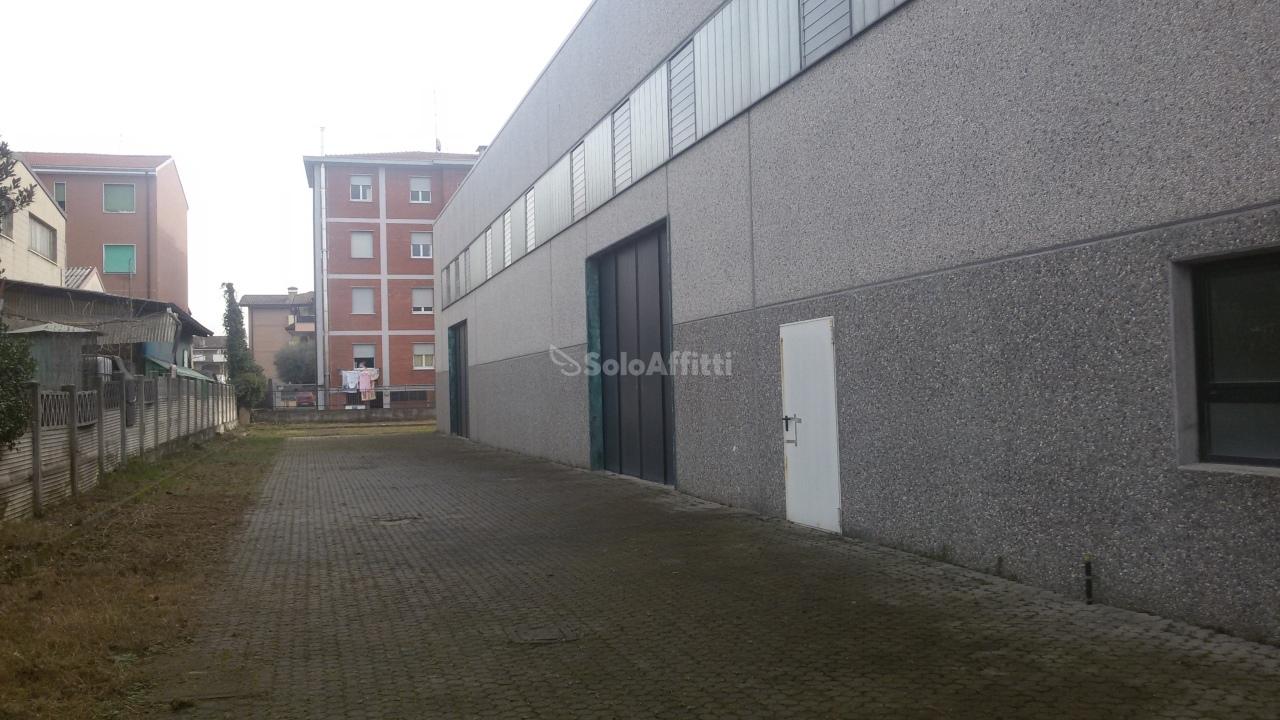 ingresso 1  con piazzale 1