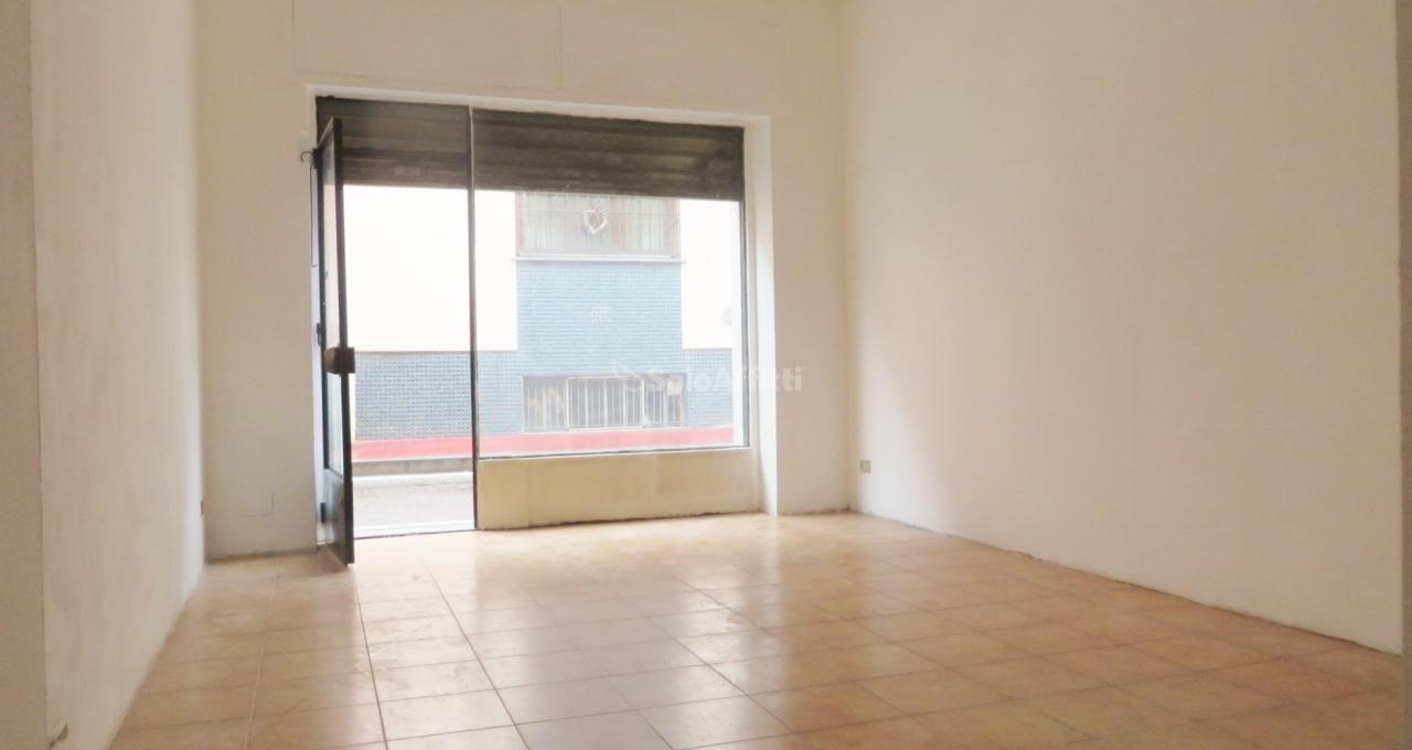 Fondo/negozio - 1 vetrina/luce a Casorezzo Rif. 11230146