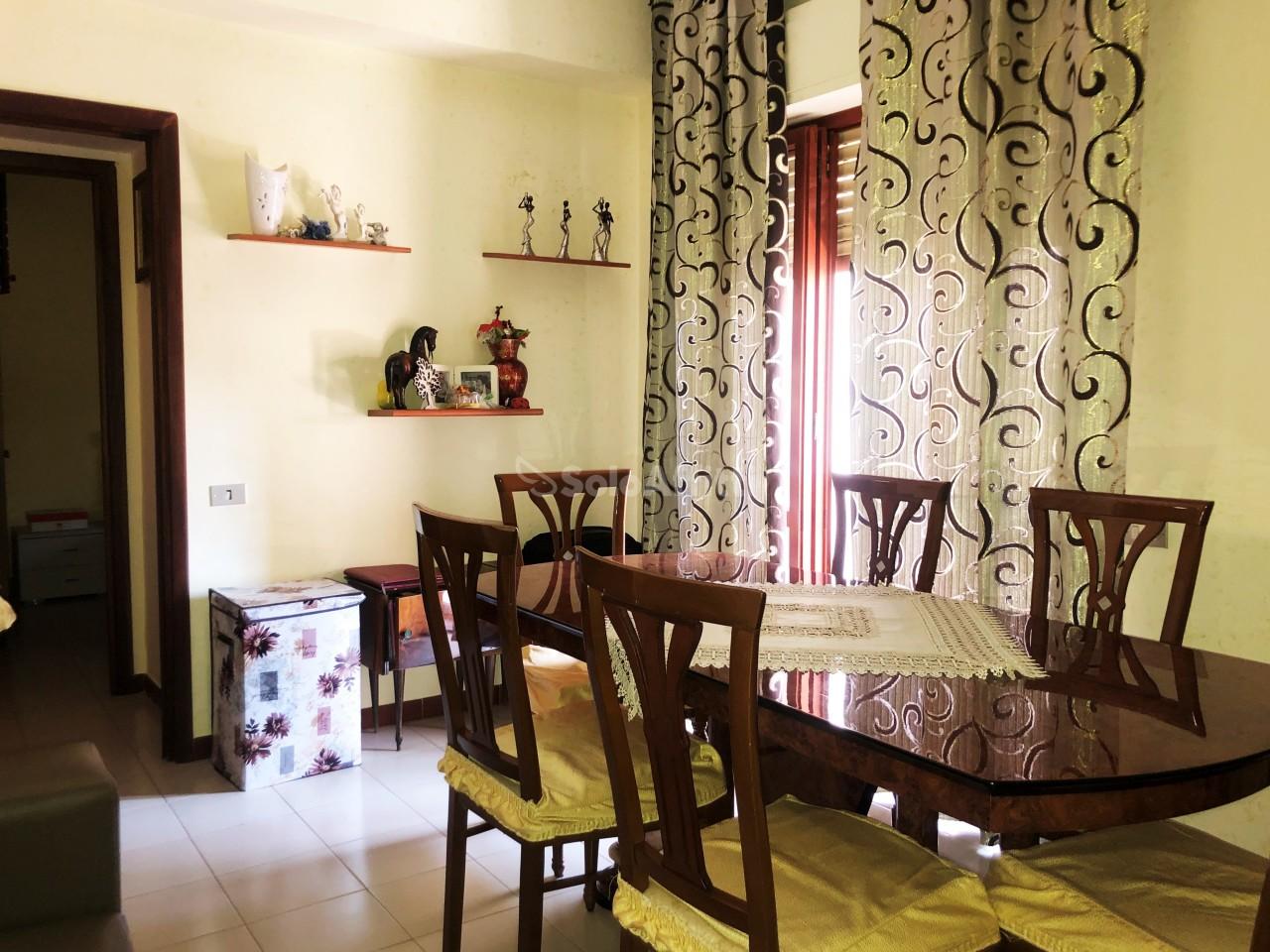 Trilocale in buone condizioni arredato in affitto Rif. 11093283