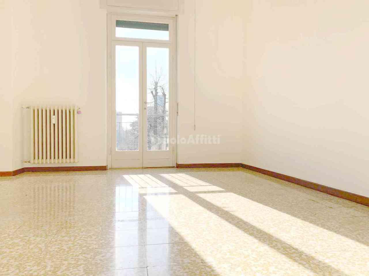 Trilocale ristrutturato in affitto Rif. 11880884