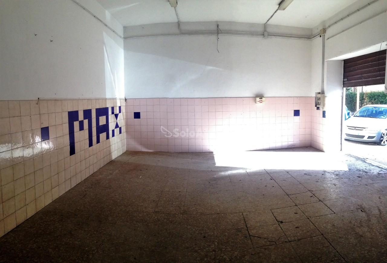 Fondo/negozio - 2 vetrine/luci a Mura dei Francesi, Ciampino Rif. 11639804