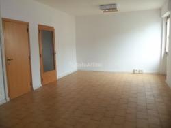 Ufficio in Affitto a Arezzo, zona Via Calamandrei, 550€, 95 m²