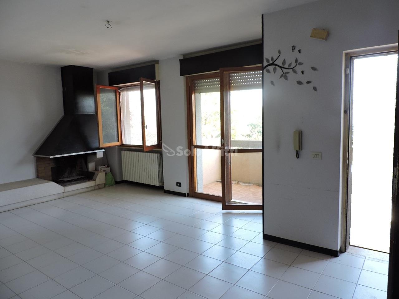Quadrilocale da ristrutturare in affitto Rif. 7907000