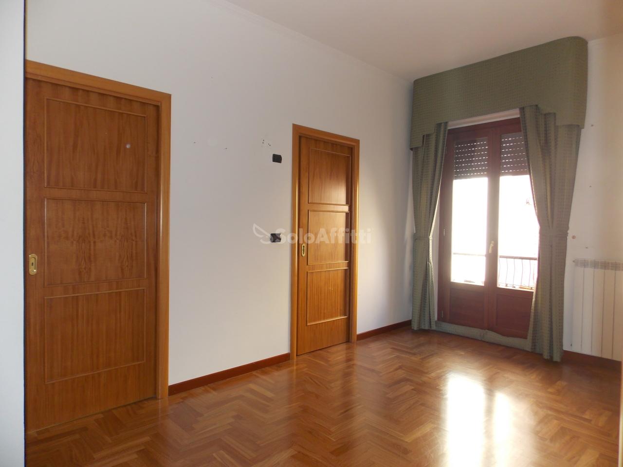 Quadrilocale in buone condizioni in affitto Rif. 10530632