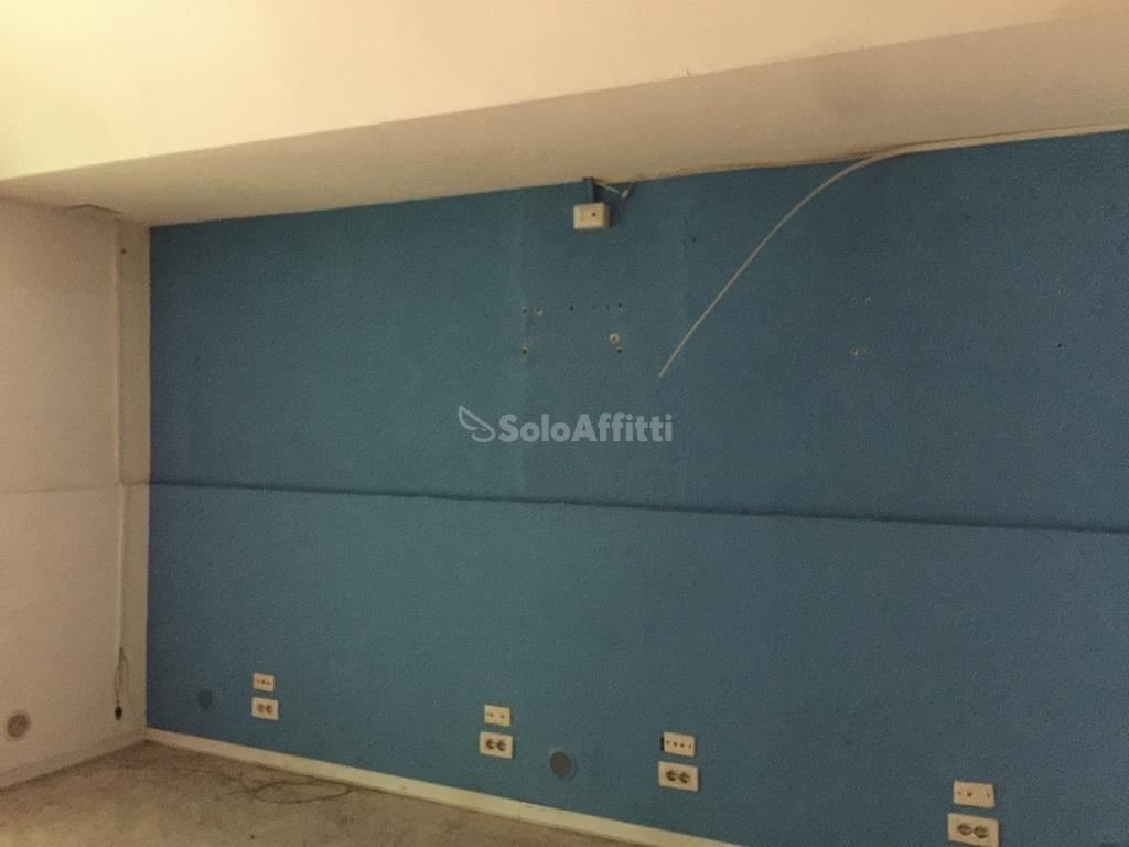 Fondo/negozio - 1 vetrina/luce a Catania Rif. 9574363