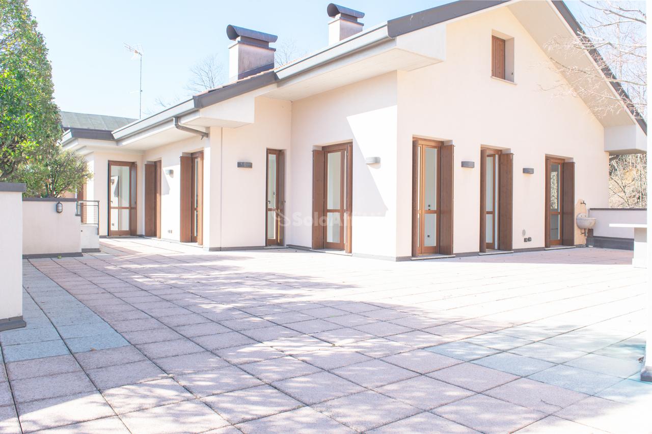 Attico / Mansarda in affitto a Mariano Comense, 6 locali, prezzo € 2.000   PortaleAgenzieImmobiliari.it
