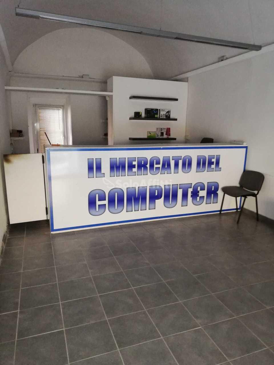 Fondo/negozio - 1 vetrina/luce a Marino Rif. 11322212
