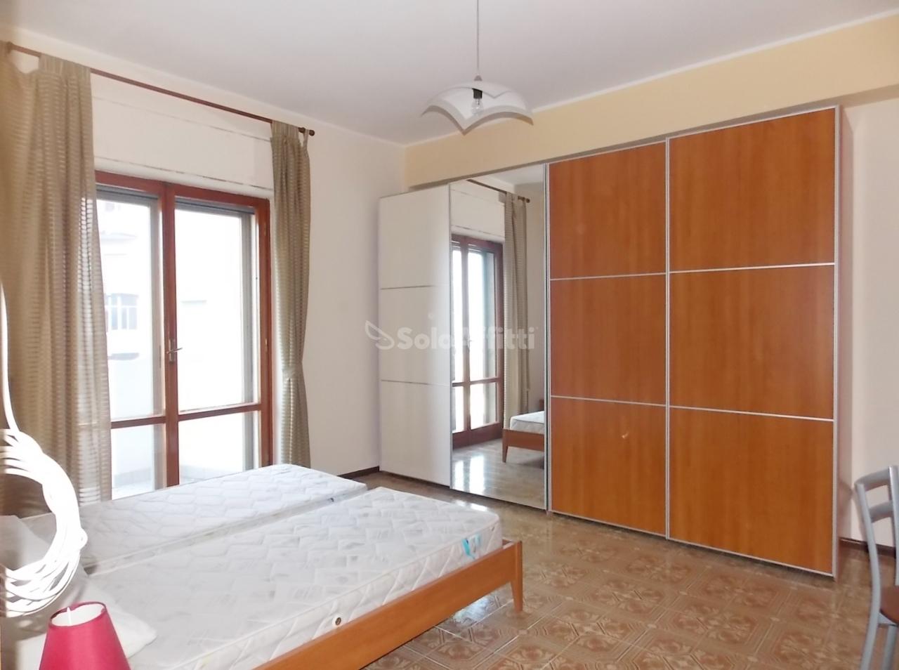 Stanza / posto letto in buone condizioni arredato in affitto Rif. 10829206