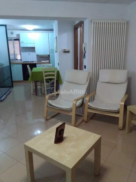 Trilocale in buone condizioni arredato in affitto Rif. 7755796