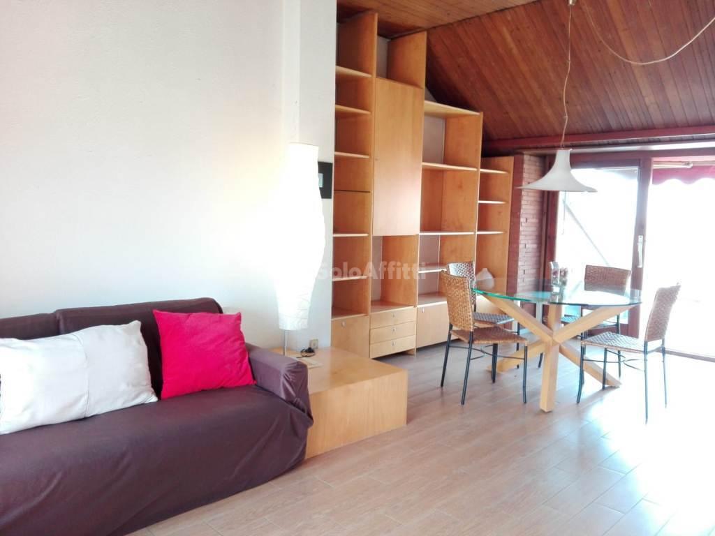 Attico / Mansarda in ottime condizioni arredato in affitto Rif. 10436596