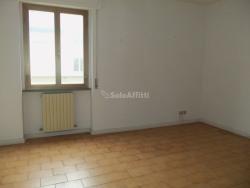Ufficio in Affitto a Arezzo, zona Via Calamandrei, 500€, 90 m²