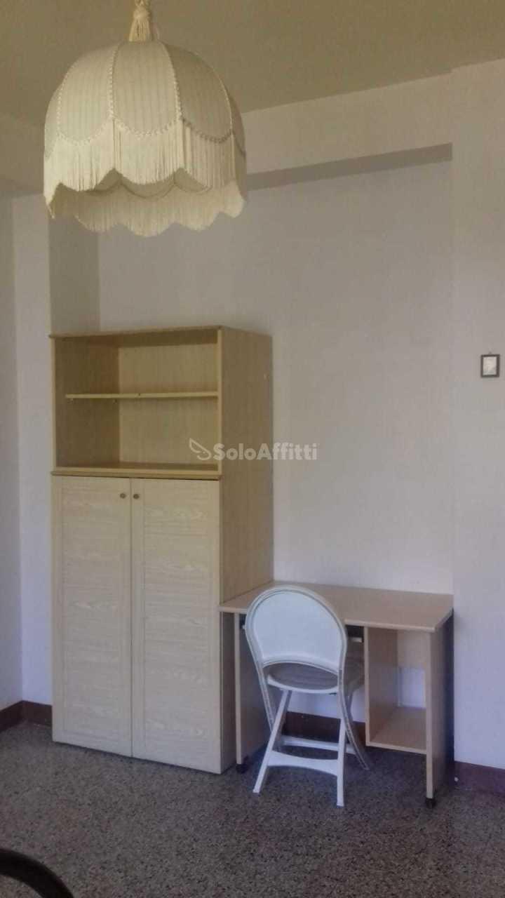 Stanza / posto letto in buone condizioni arredato in affitto Rif. 11093301