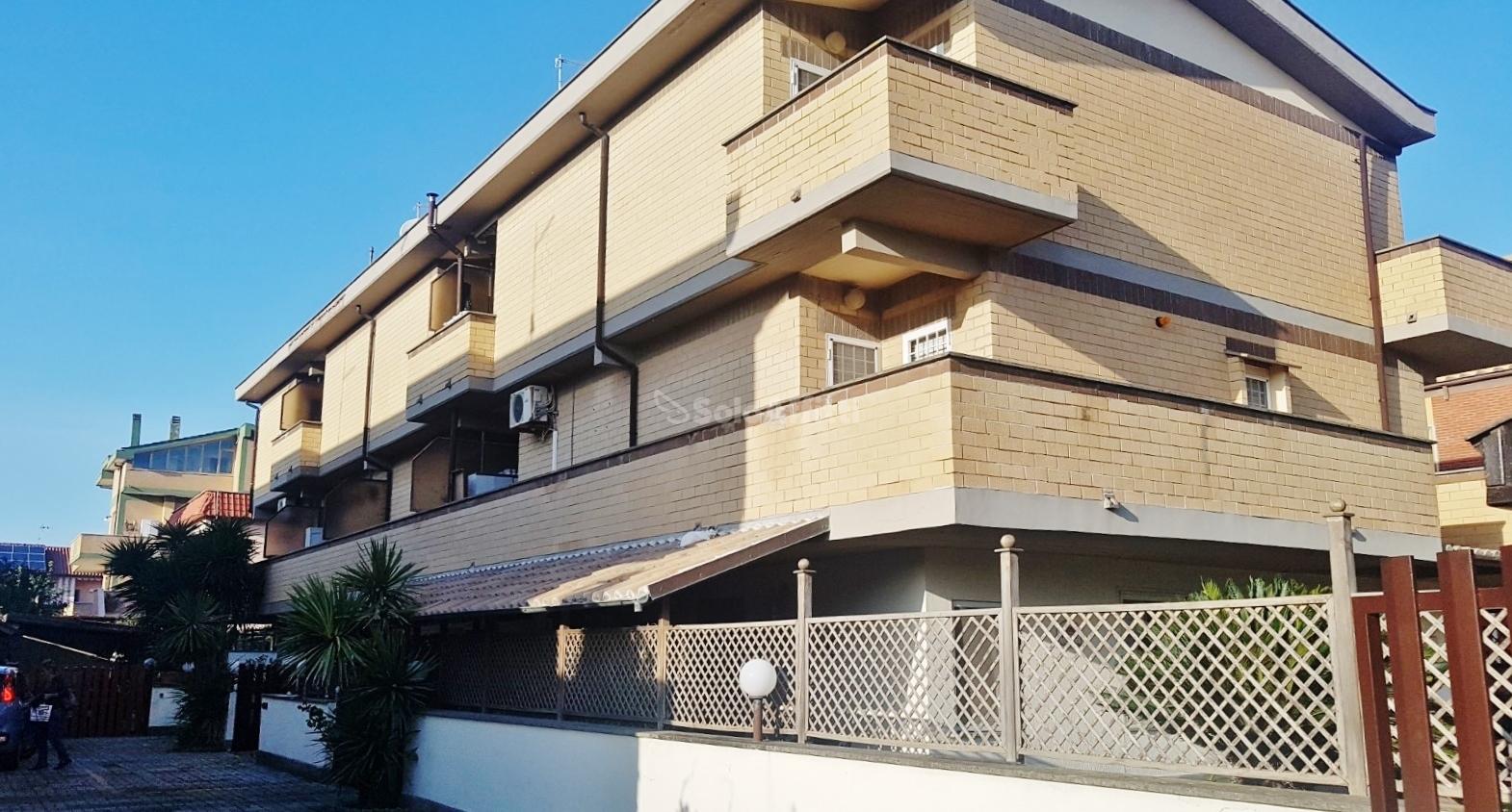 Fiumicino, Isola Sacra - villa a schiera