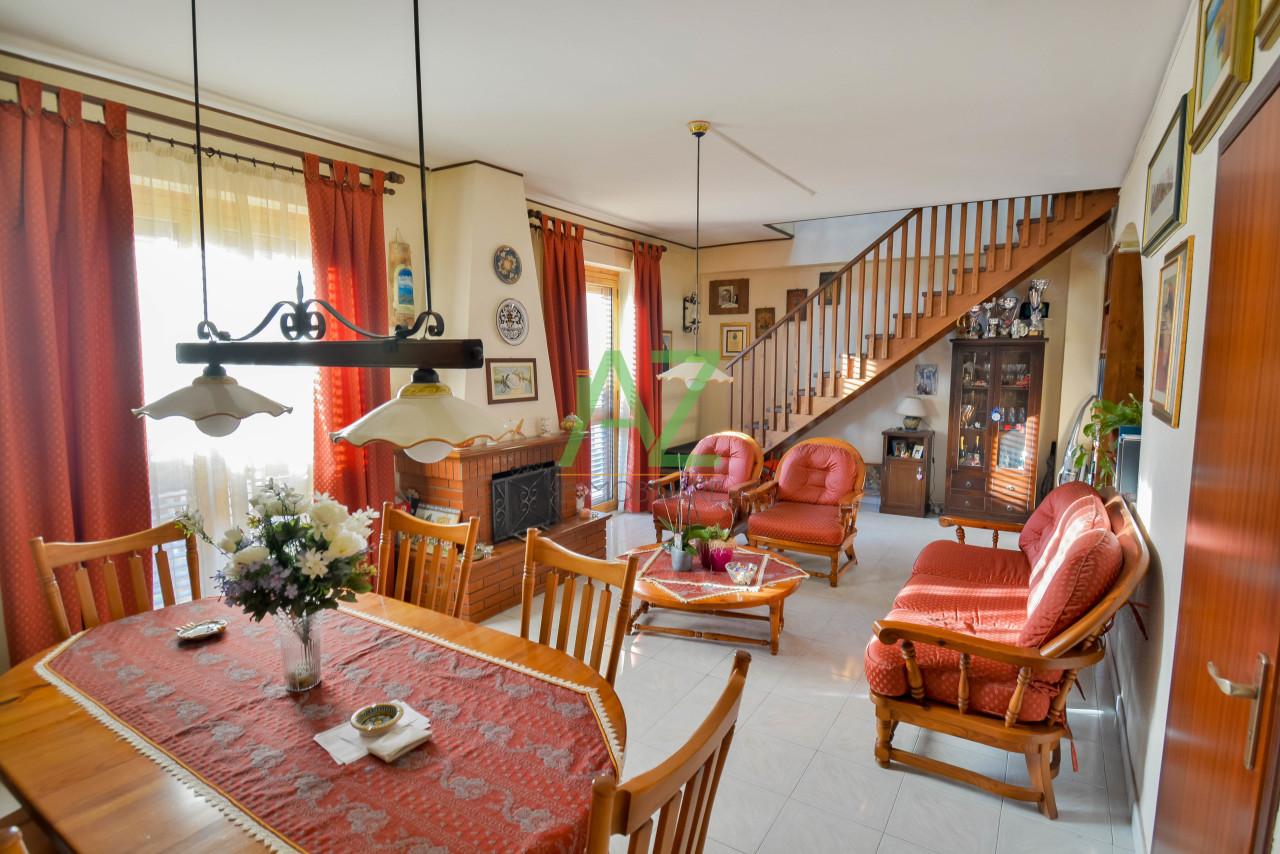 Appartamento in buone condizioni in vendita Rif. 9605404