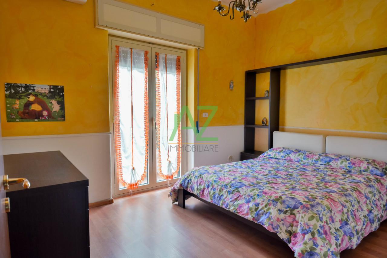 Appartamento in buone condizioni in vendita Rif. 9863422