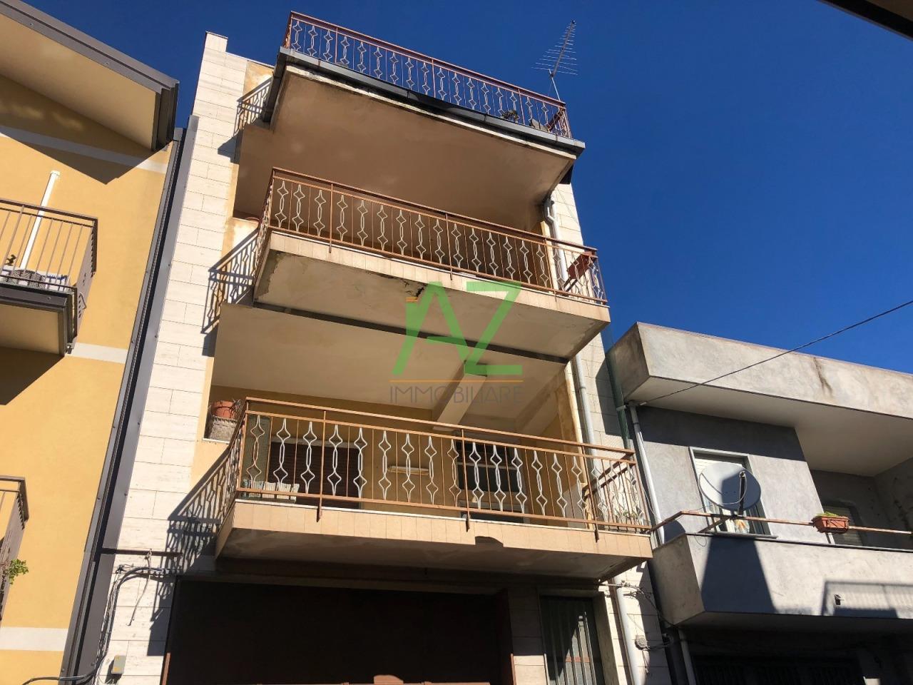 Appartamento in discrete condizioni in vendita Rif. 8673915