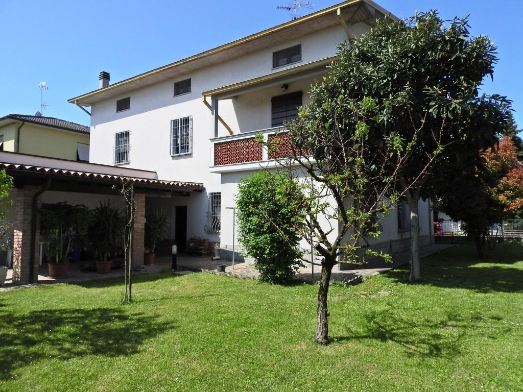 Villetta a schiera in buone condizioni in vendita Rif. 9902612