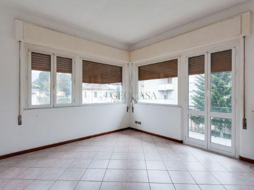 Appartamento in affitto a Follo, 4 locali, prezzo € 550 | CambioCasa.it