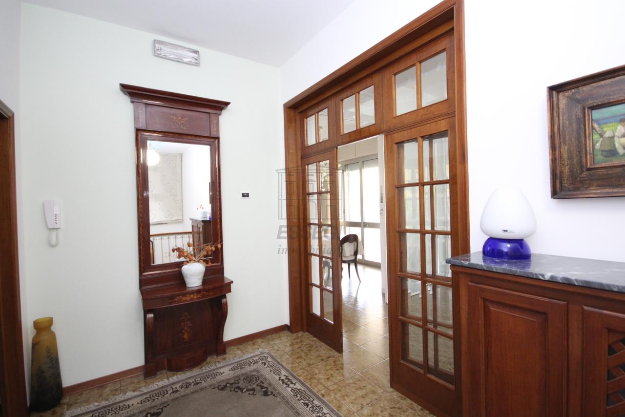 Villa divisa in due unità Lucca S. Anna IA03423 img 3