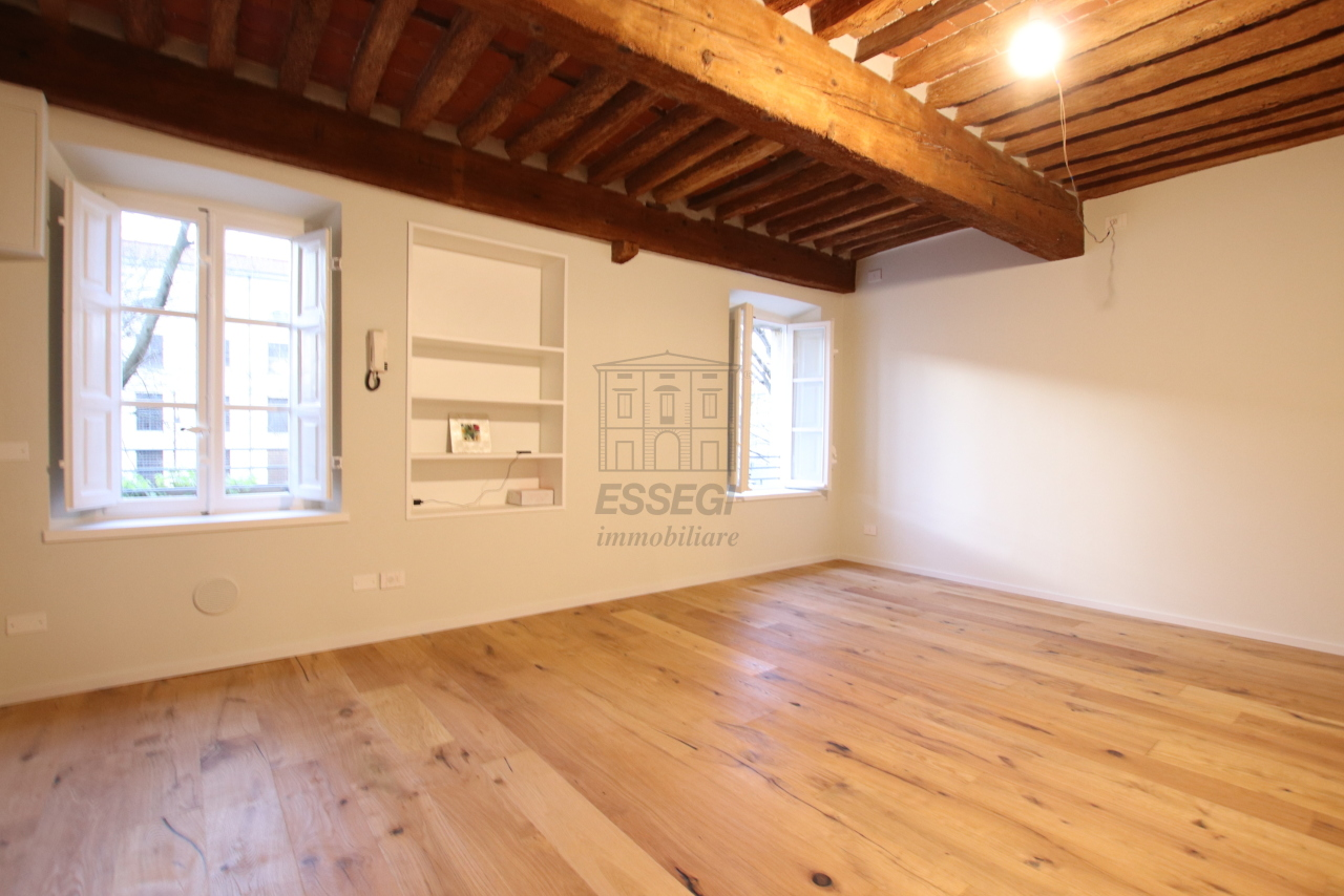 Appartamento Lucca Centro storico IA03520 img 24