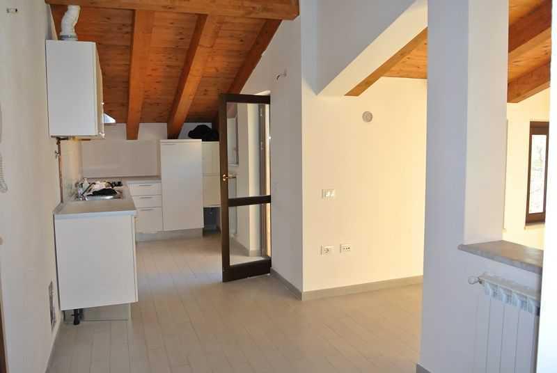 Attico / Mansarda in ottime condizioni arredato in affitto Rif. 6785721