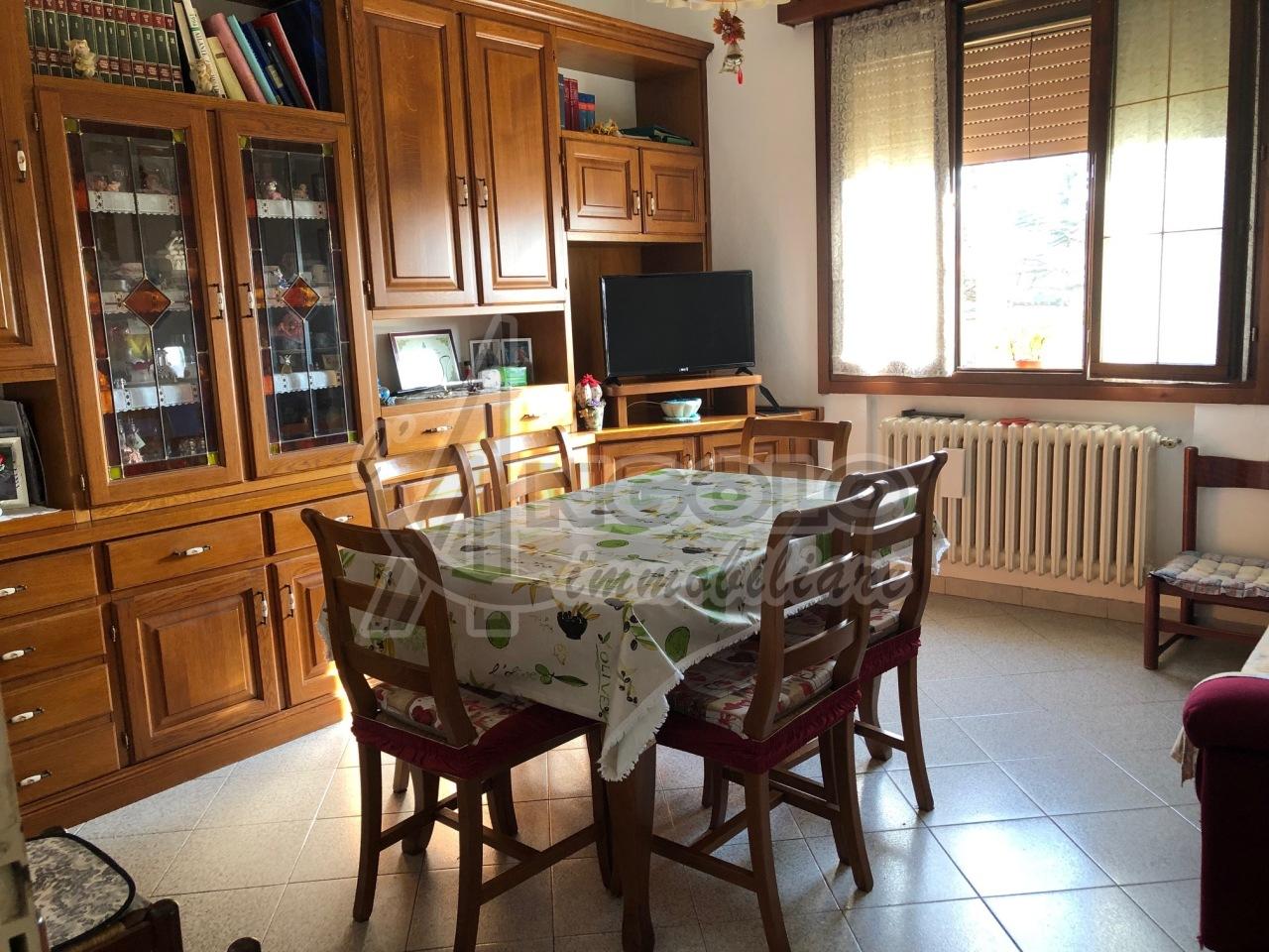 Soluzione Indipendente in vendita a Stienta, 4 locali, prezzo € 68.000 | CambioCasa.it