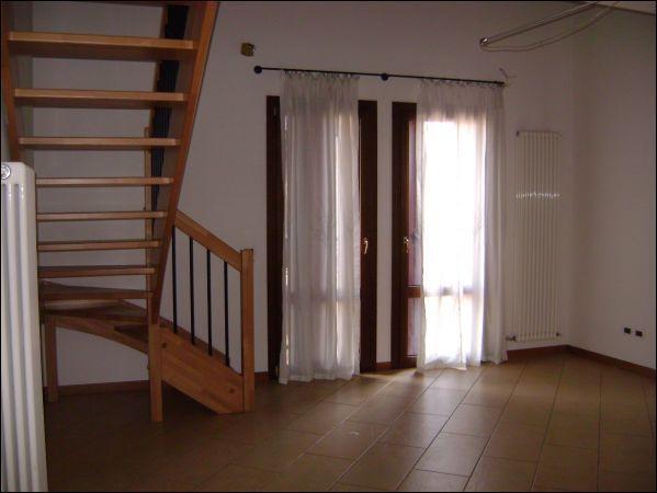 Appartamento in ottime condizioni in affitto Rif. 11034022