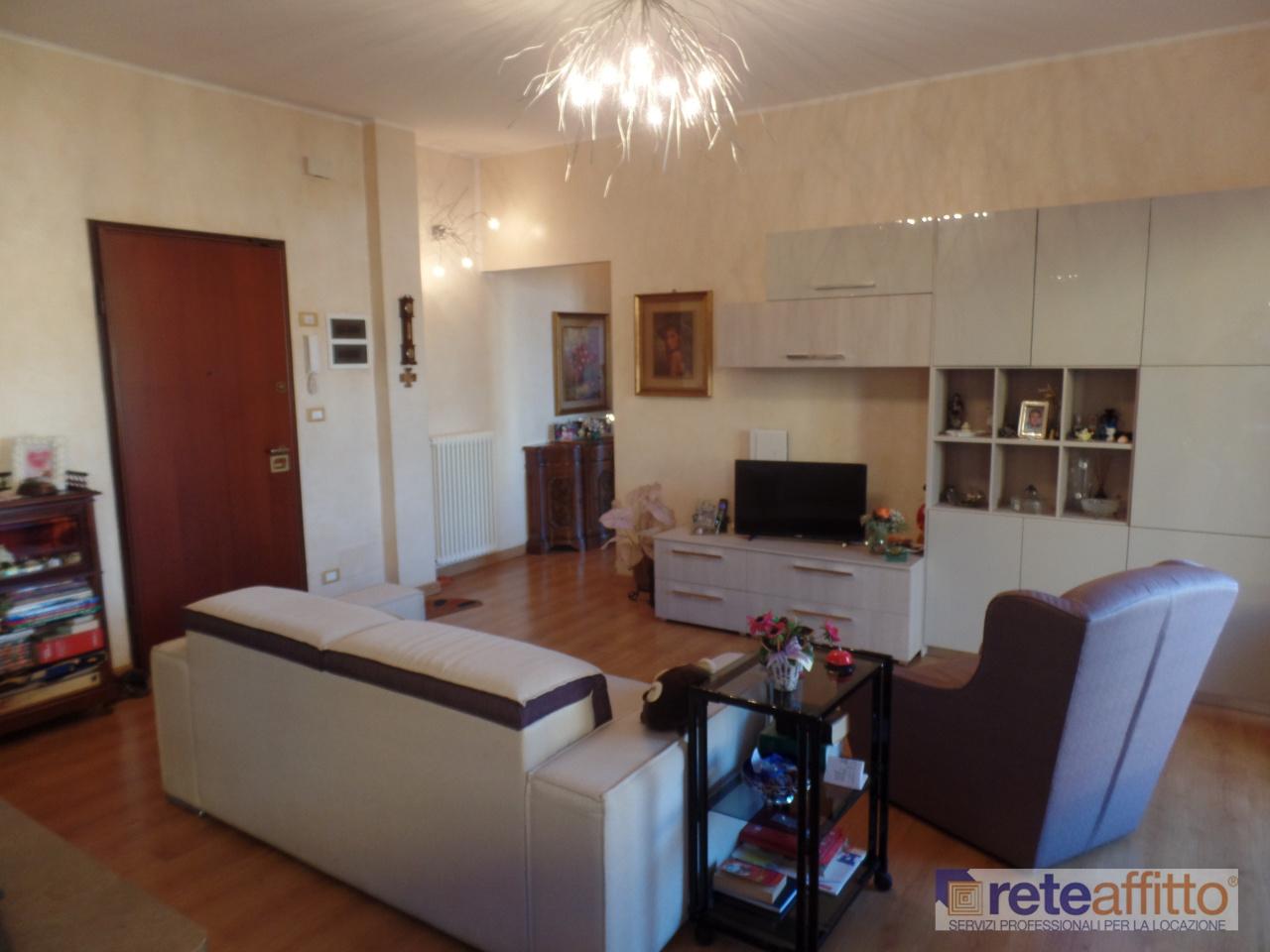 Bilocale in ottime condizioni arredato in affitto Rif. 11520080