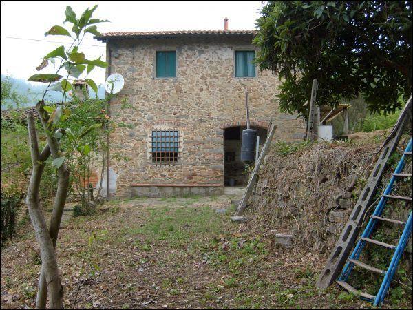 Rustico / Casale in discrete condizioni in vendita Rif. 4152970