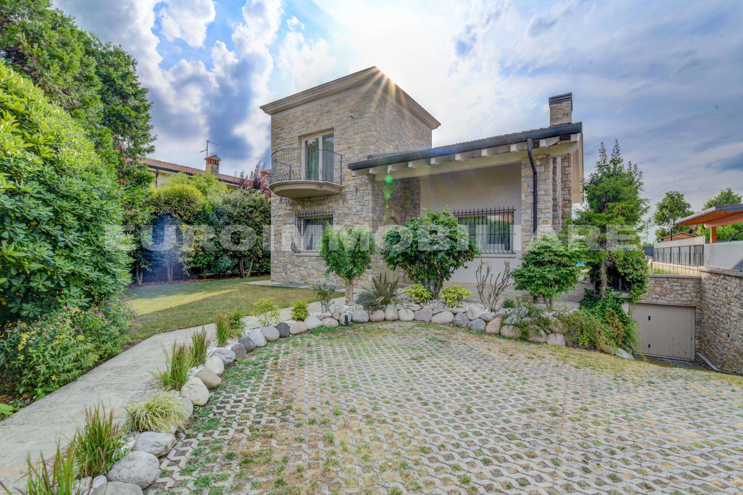 Villa a Coccaglio arredato