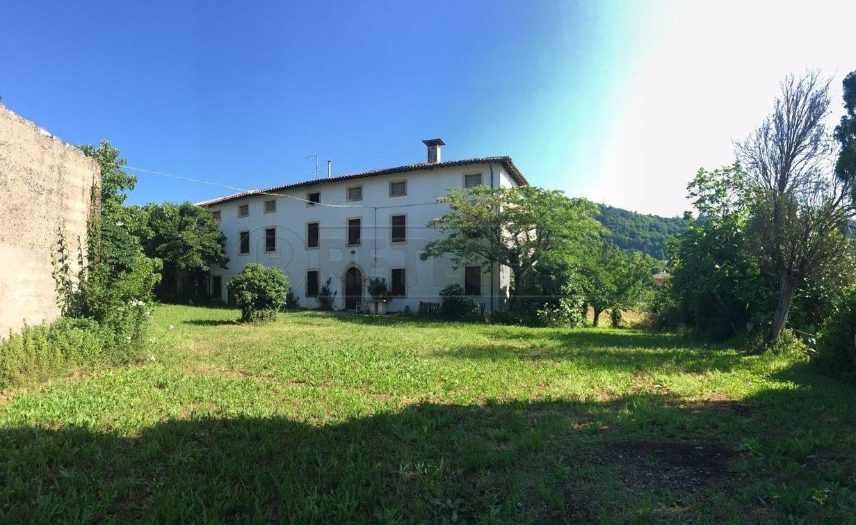 Rustico / Casale in Vendita a Roncà